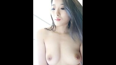 Beautiful Chinese Girl with super body show cam on Phone !