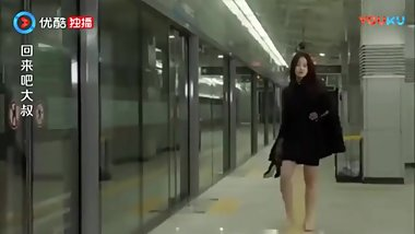 Korean girl kicks pervert's balls in subway