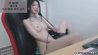 Hot streamer MASTURBATE on her Channel
