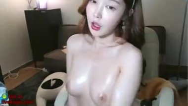 Sexy Asian Kitty masturbation on webcam