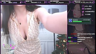 twitch streamer Queenmico dancing on stream compilation