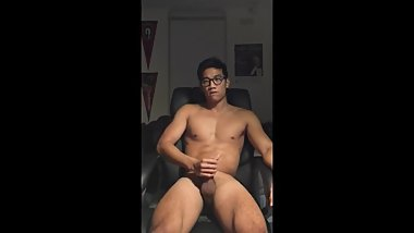 Korean Hot Guy with Glasses Jerked Off