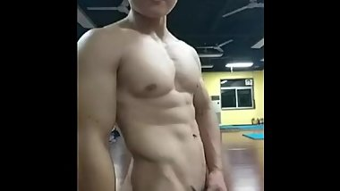 chinese muscle hunk solo in gym