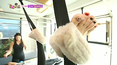 Korean girls feet and toes on TV