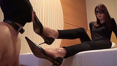 Gorgeous Korean Mistress shoes worship
