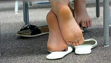 Candid Feet of 2 Korean Girls in Library